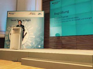 Begrüßung von Brigitte Zypries bei der Social Startup Night im BMWi