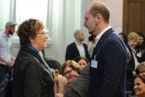 Sönke Burkert (Geschäftsführender Gesellschafter der Hilfswerft) mit Brigitte Zypies im BMWi bei der Social Start-Up Night.