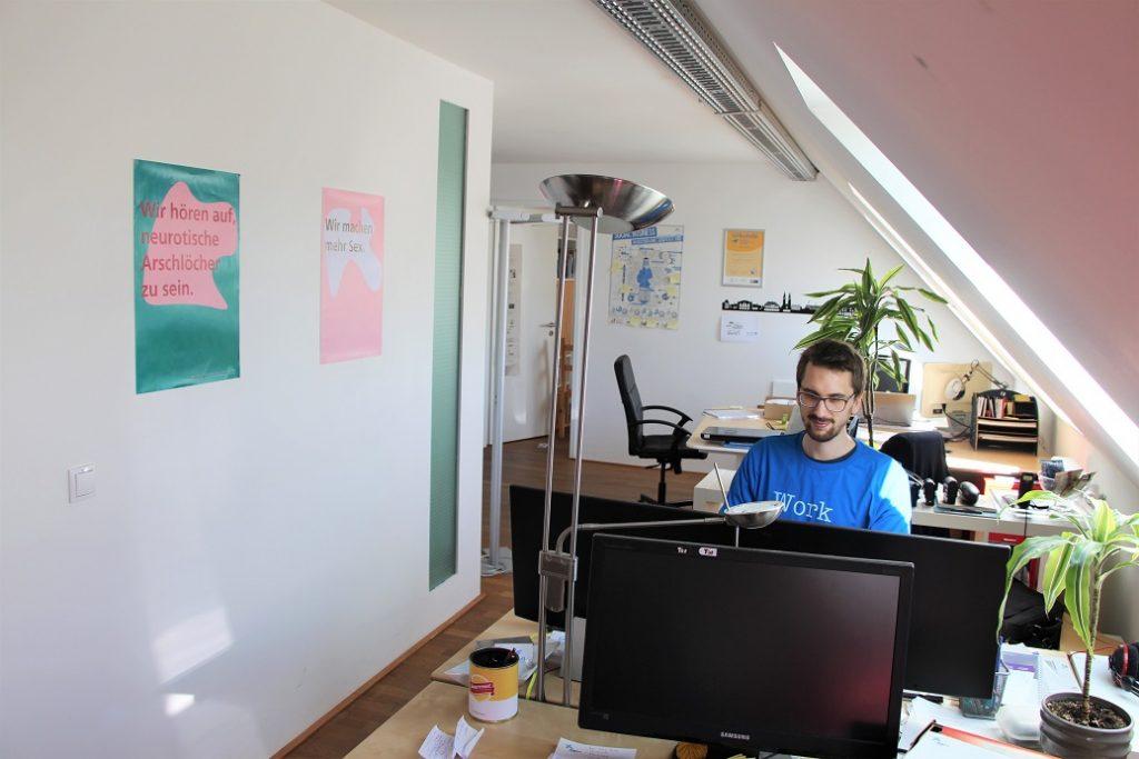 Jobs bei der Hilfswerft -Blick in das Büro der Hilfswerft
